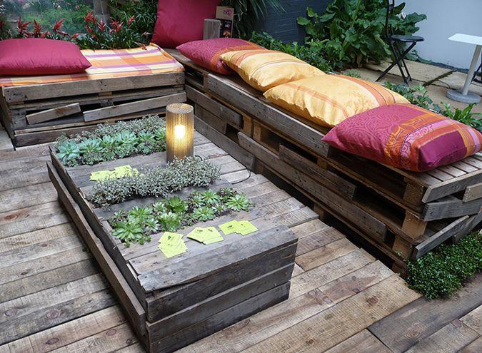 Decora tu terraza con los consejos que te damos en for Cojines sofa palets