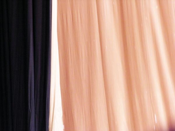 Cómo elegir cortinas para el salón tenues
