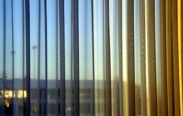 Lo ltimo en cortinas para el sal n ciberdescans for Cortinas salon clasico