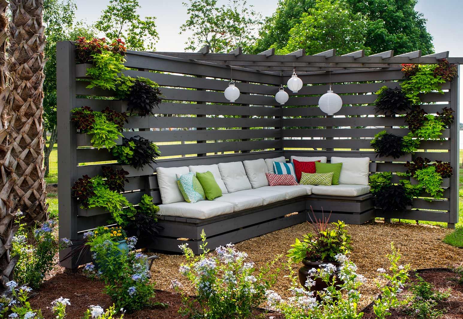 Sofás con palets para jardín